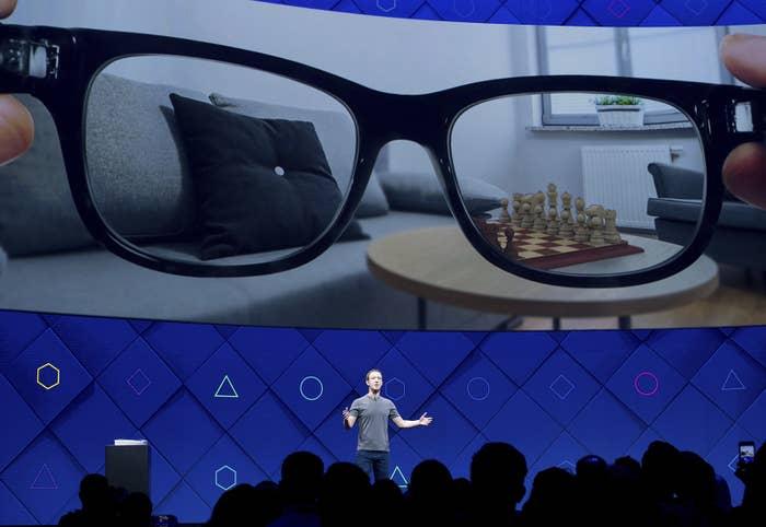 Facebook: realidad aumentada, privacidad reducida